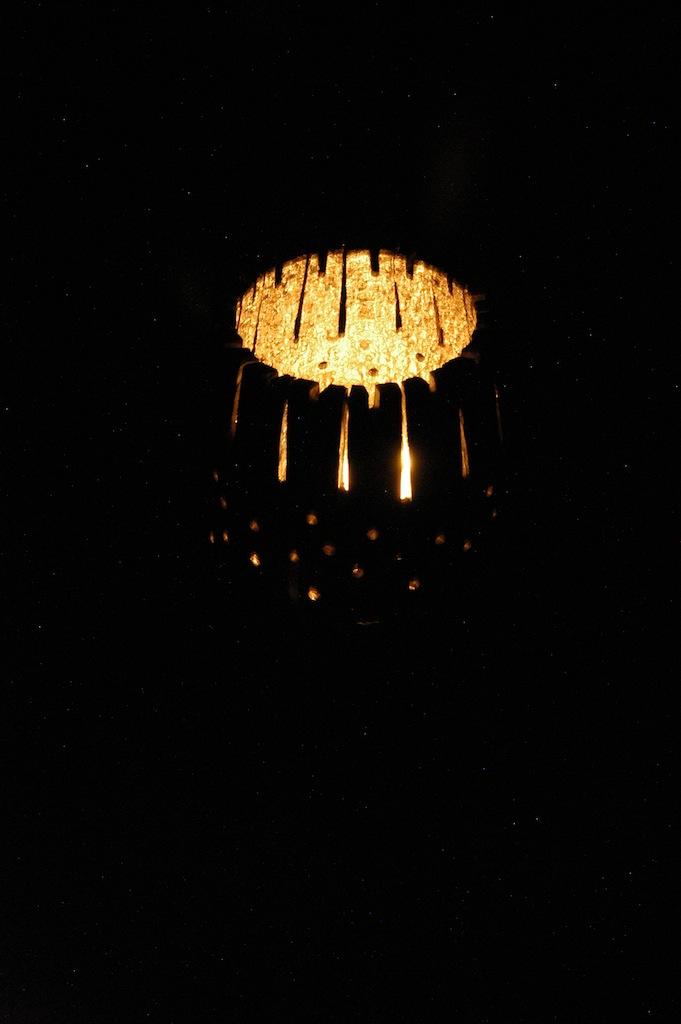 <strong>Lampe Twel<span><b>view larger</b></span></strong><i>→</i>